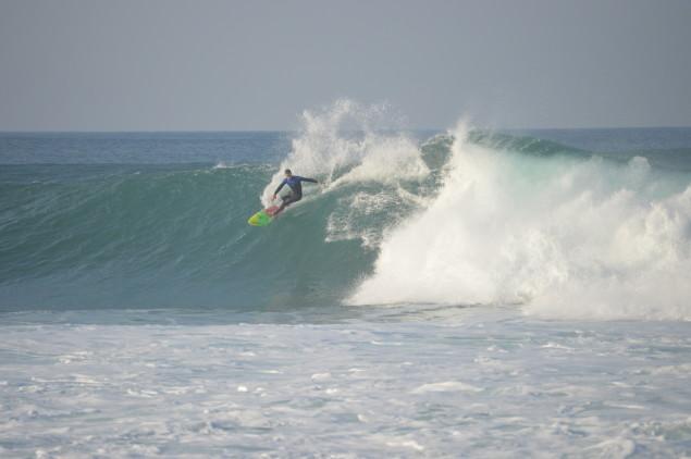 Natal com swell forte nos Coxos, Ericeira. Manhã de 24 de Dezembro com boas ondas e surfistas.  @Direitos Reservados - Paulo Marcelino