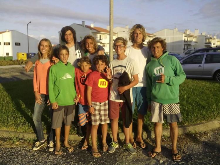 Grupo de estágio em Peniche do Portimão Surf Clube (®PortimaoSurfClube)