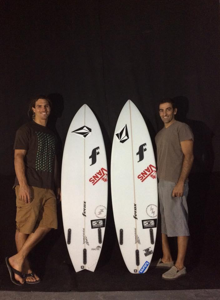 Alex Botelho e Octávio Lourenço vão reunir-se em Jacarta dia 10 de agosto, para iniciar a 'surf trip' (®FeroxSurfboards)