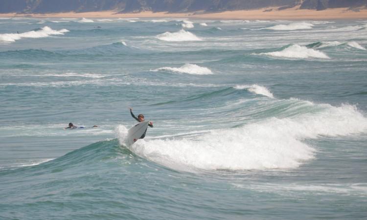 Frederico 'Martim' Magalhães tem treinado muito. Surfista de Portimão quer ganhar no Amado (®PauloMarcelino/Arquivo/Agosto2015)