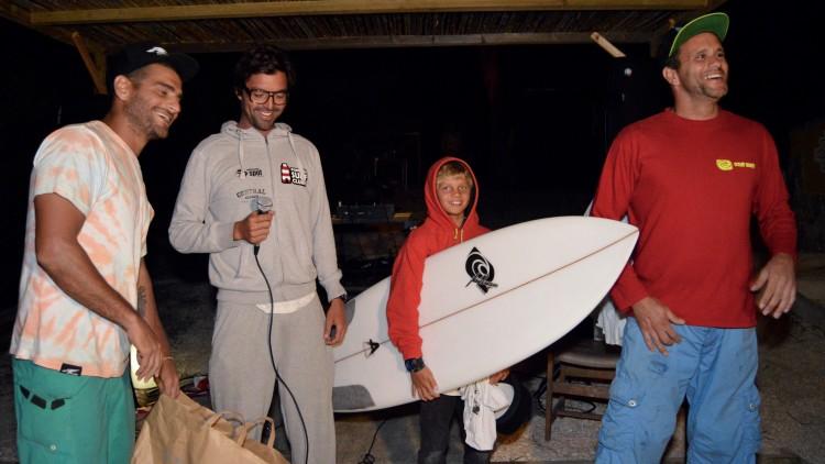 I Vale Figueiras Open | João Maria Mendonça recebe prémio Sub-15, uma prancha Ariano Marques Surfboards (®PauloMarcelino)