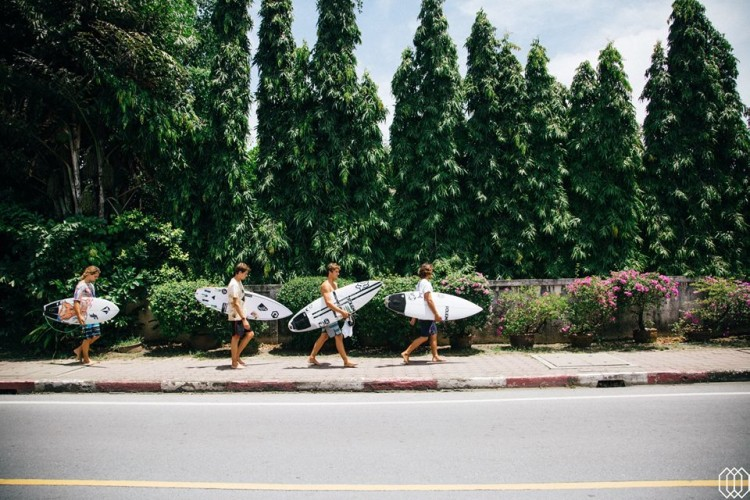 Alex Botelho, à esquerda na imagem, viaja para Indonésia a partir da Tailândia, onde está a competir na final de 'Jervis & Vagabonds' (®CarlosPinto)
