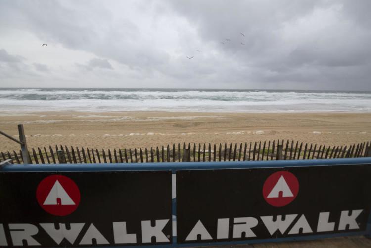 Condições de tempestade, demasiado selvagens para surfar, obrigaram a cancelar o Dia 1 da prova em França (®WSL/SebastienHunuguen)
