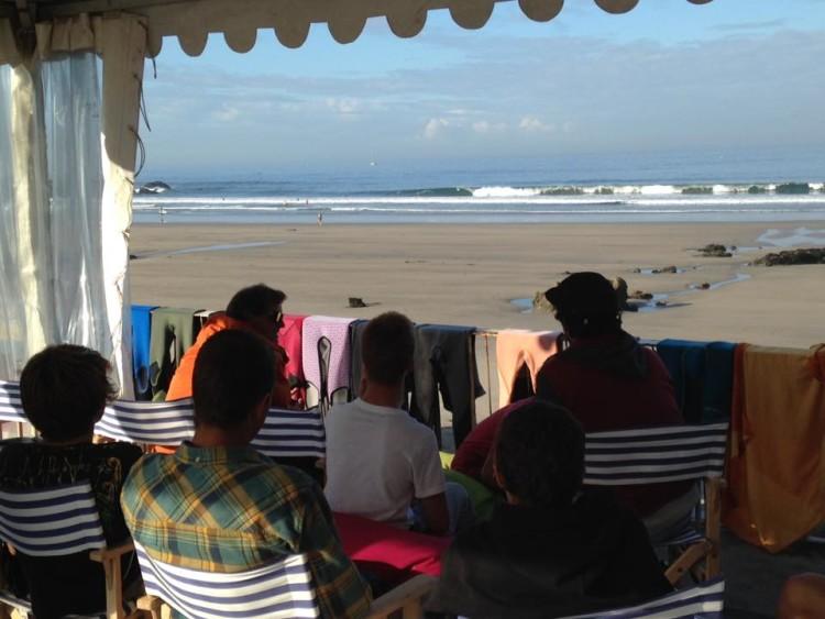 Boas ondas na Praia Internacional, Porto, sobretudo, sábado (®ToMane/JuniorCup)