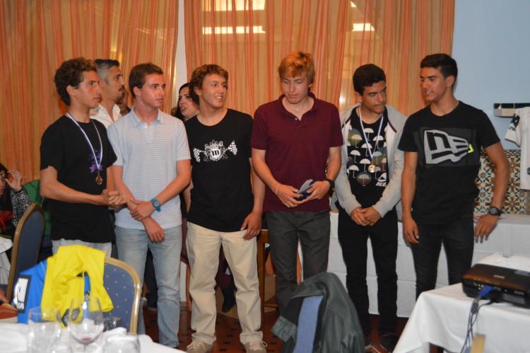 Seis dos 7 surfistas algarvios apurados para a final nacional Sub-18, no Porto. Falta na imagem o campeão regional, Francisco Duarte (®PauloMarcelino/Arquivo)