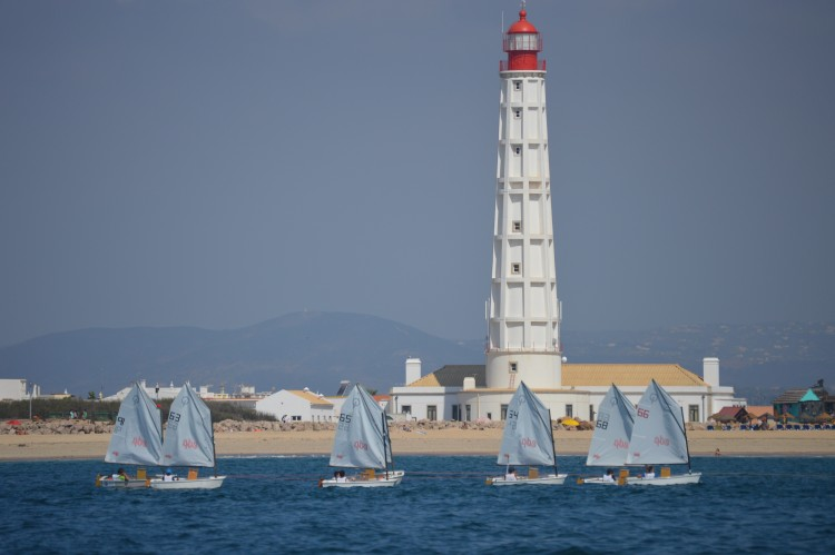 O EDP - XI Campeonato de Portugal de Infantis e Iniciados foi disputado junto à Ilha do Farol e ficou marcado pela falta de vento (®PauloMarcelino)