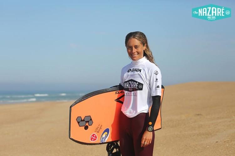Joana Schenker já ultrapassou na Praia Grande a Ronda 4 que lhe foi fatal em Sintra e está nos quartos-de-final do The Nazare Pro 2015 (®PraiaDoNorte)