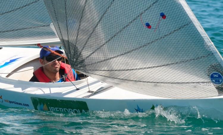 João Pinto concluiu o 1º dia no Europeu Paralímpico em antepenúltimo na frota, com muitos problemas no 2.4mR emprestado (®VelaSolidaria)