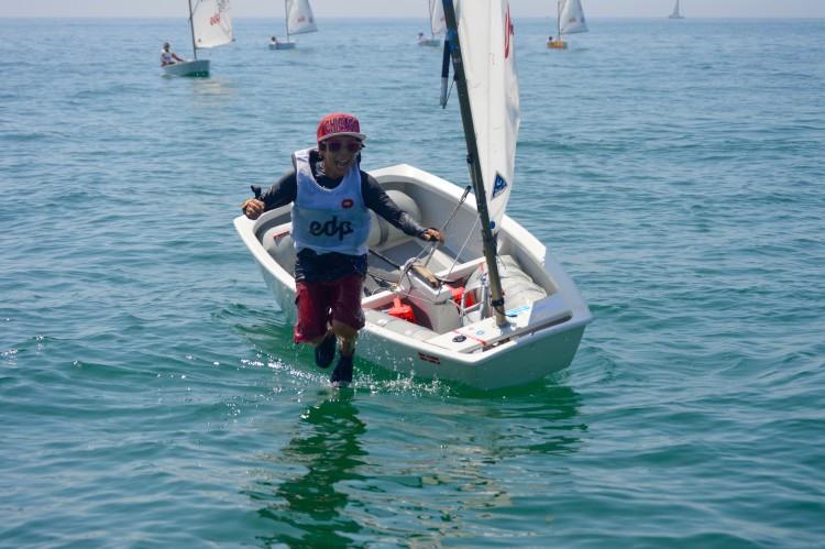 Miguel Sancho, do Ginásio Clube Naval de Faro festejou desta forma instantes após saber que tinha ganho o campeonato (®PauloMarcelino)