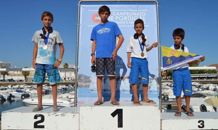 Pódio - e Campeão, de calções azuis na posição 1 - Iniciados Masculinos (®PauloMarcelino)