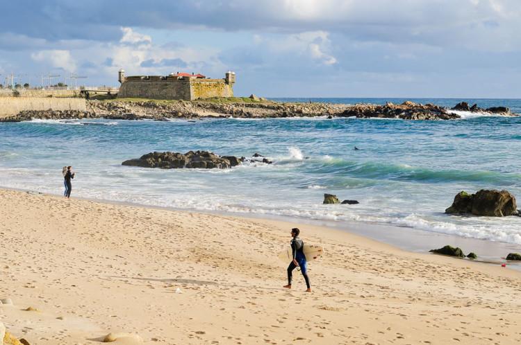 """Praia de Matosinhos é um dos locais previstos para o campeonato. Previsões de ondas para o próximo fim-de-semana são """"péssimas"""""""