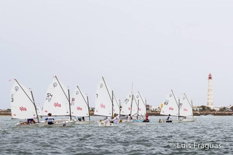 Primeiro dia do campeonato permitiu a realização de apenas uma regata em Infantis (®LuisFraguas)