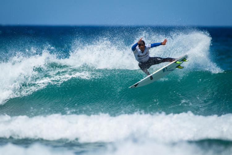 'Levezinho', Pedro Henrique adaptou-se melhor ao mar pequeno e chegou às meias-finais. Foi o melhor português na Galiza (®WSL/DamienPoullenot)