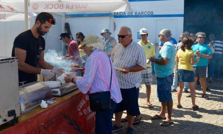 Hoje, domingo 20 de setembro foi dia de churrascada junto à sede do Clube Naval de Portimão (®PauloMarcelino)