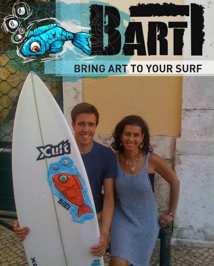 Surfista Francisco Duarte com a sua nova patrocinadora, a ilustrador Ana Lisa (®DireitosReservados)
