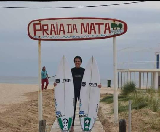 Sintonia do surfista com o 'shaper' Rui 'Picos' Menezes, da Xcult; é um dos segredos do sucesso (®DireitosReservados)