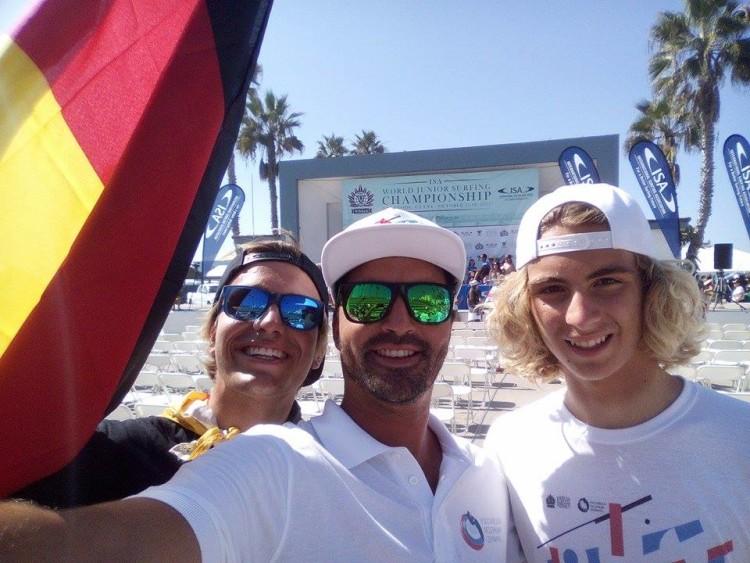 Francisco Canelas e Egor Volkov, de branco, com o algarvio alemão Jakob Lilienweiss em Oceanside (®DireitosReservados)