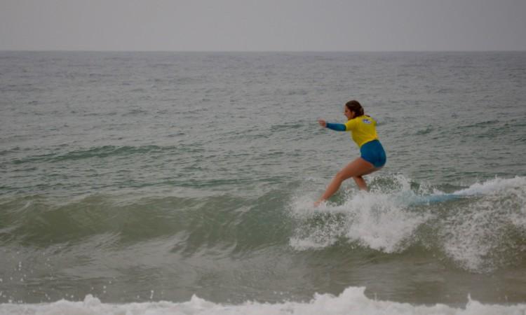 Kathleen Barrigão venceu em Faro e é já Campeã Nacional Sub-18 de Longboard (®PauloMarcelino)