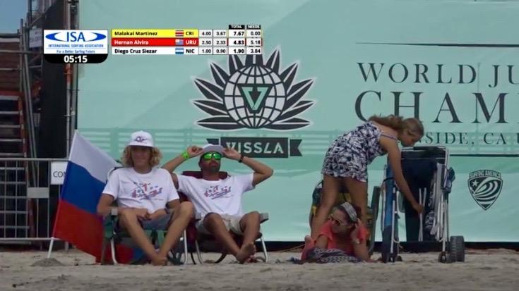 Egor Volkov e Francisco Canelas captados pela webcast enquanto analisavam o mar a cerca de uma hora do 'heat' decisivo (®screenshot)