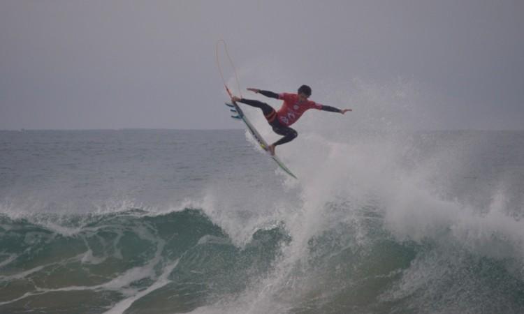 Filipe Toledo foi o surfista mais consistente este domingo em Peniche (®PauloMarcelino)