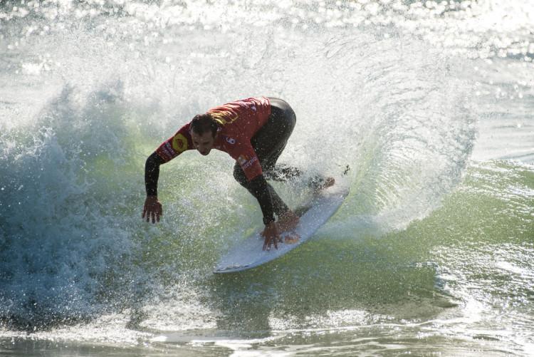 Tiago Pires será campeão nacional de surf se vencer, sábado, a última etapa da Liga Moche (®PedroMestre/LigaMoche)
