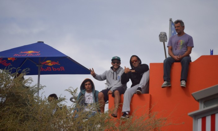 Montepio Cascais Pro | Carcavelos | 9 outubro | Filipe e Ivan perto do 'shaper' Nick Uricchio (®PauloMarcelino)