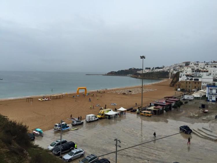 Evento foi realizado na Praia dos Pescadores, com muita chuva sábado (®PedroMiguelFontesFernandes)