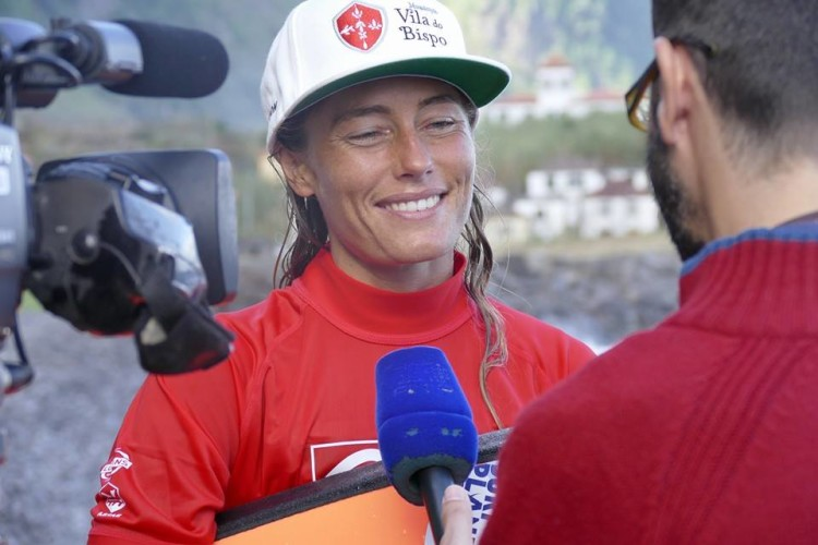 Joana Schenker é desde hoje Bicampeã Europeia de Bodyboard (2014 e 2015) e lidera o 'ranking' nacional, para renovar o título português (®ABS)