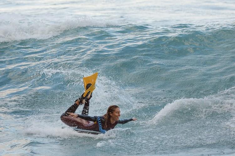 Joana Schenker em pura diversão 'free surf' na onda da Praia da Fajã D'Areia (®BBGE)