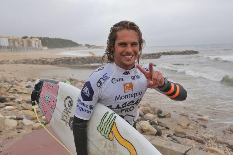 Nicolau Von Rupp venceu o Montepio Cascais Pro, hoje, com notas excelentes nos 'quartos', 'meias' e final da última etapa Liga Moche 2015 (®PedroLopes/LigaMoche)