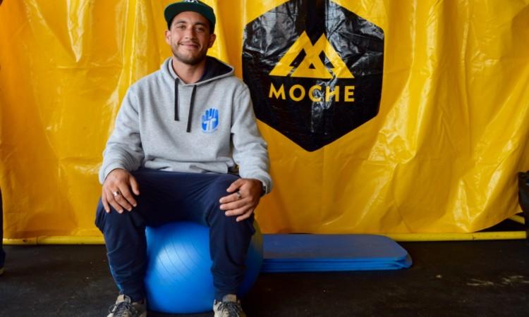 Fisioterapeuta Filipe Costa na tenda de fisioterapia do Montepio Cascais Pro (®PauloMarcelino)