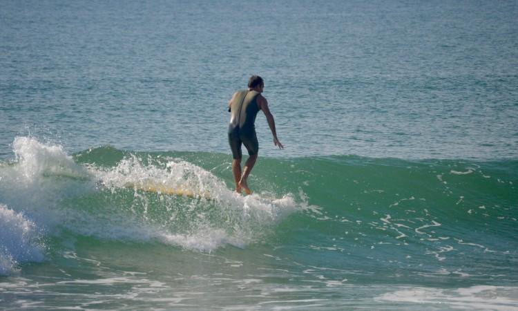 'Brek' tem 30 anos de surf; pertence à segunda geração de pioneiros do surf no Algarve (®PauloMarcelino)