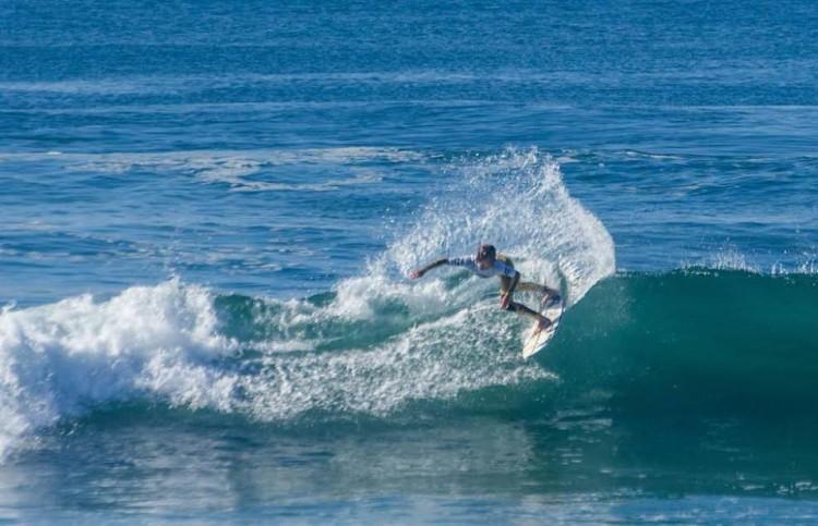 'Martim' Magalhães em ação na Praia do Marcelino, onde apresentou um surf de luxo, com notas altas (®ASCC)