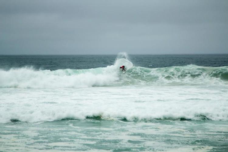 Luca Guichard (na imagem) fez 3º lugar na prova de Surf, com ondas de 3 metros na Praia de Ipanema (®DireitosReservados)