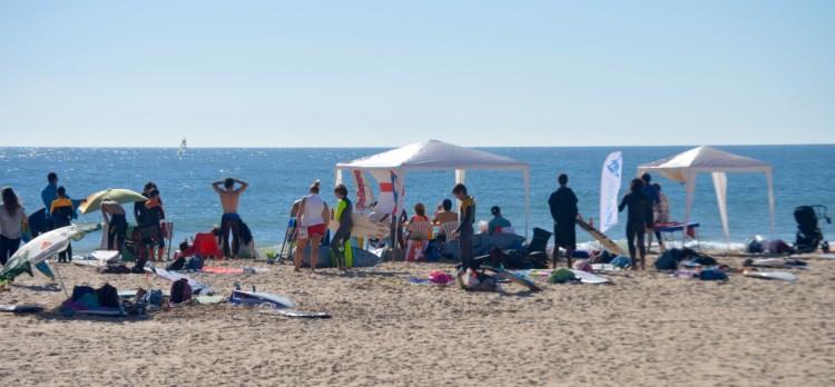 Dia de Sol e algum calor e muito bom ambiente na Praia da Rocha (®PauloMarcelino)