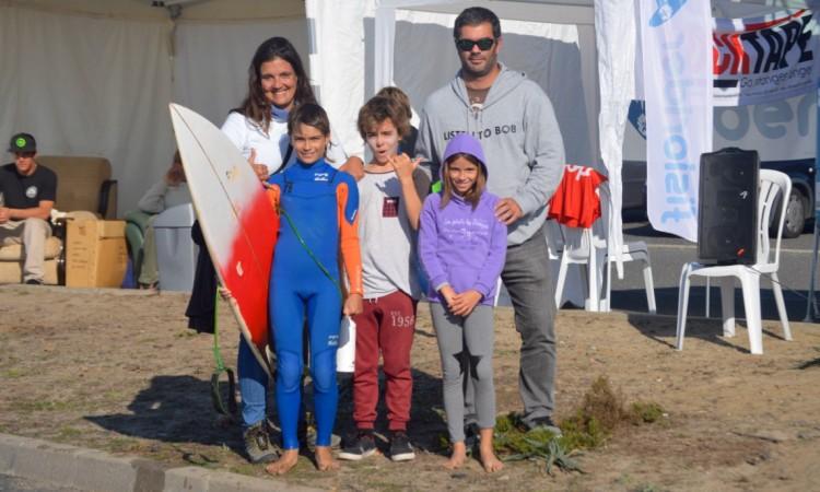O vencedor Diogo Brasil (fato azul e laranja), com amigos, a treinador Joana Freitas e o pai (®PauloMarcelino)