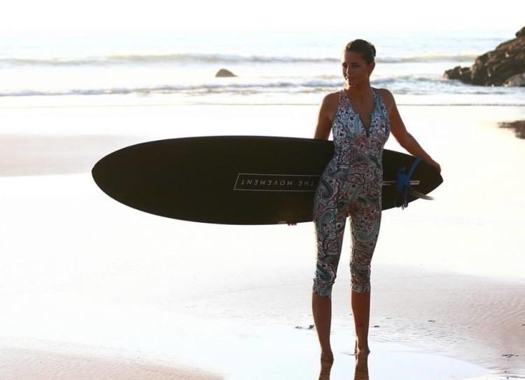 Mazari começou a surfar quando entrou no mundo da moda (®bymazari)