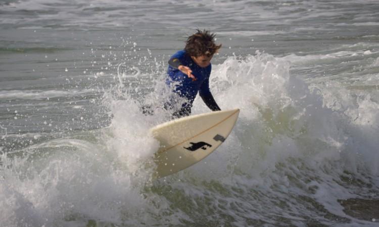 Diogo Pereira, 14 anos. Sempre à procura de ondas e aplicado na finalização (®PauloMarcelino)