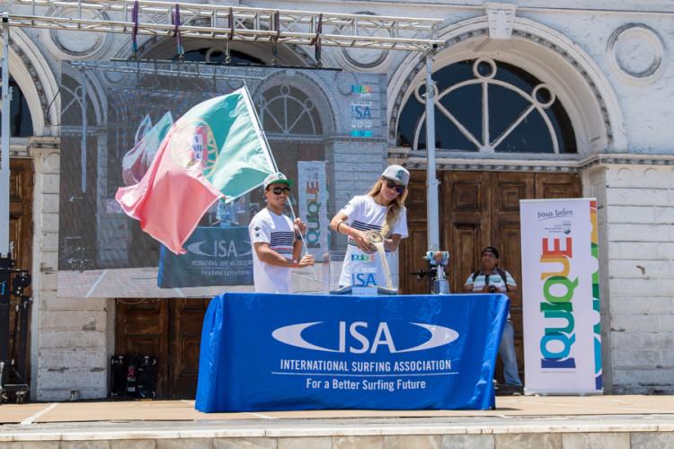 Joana Schenker na Cerimónia de Abertura do Mundial de Bodyboard da ISA em Iquique, Chile (®Jimenez/ISA)