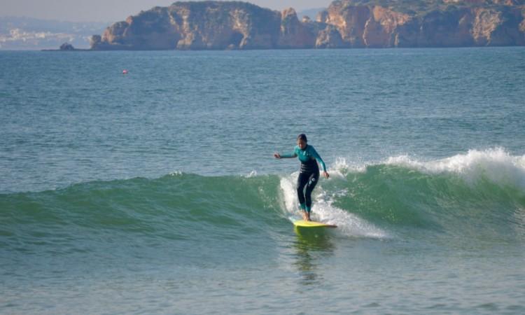 Modelo descobriu o longboard há um ano e reforçou a sua paixão pelo surf (®PauloMarcelino)