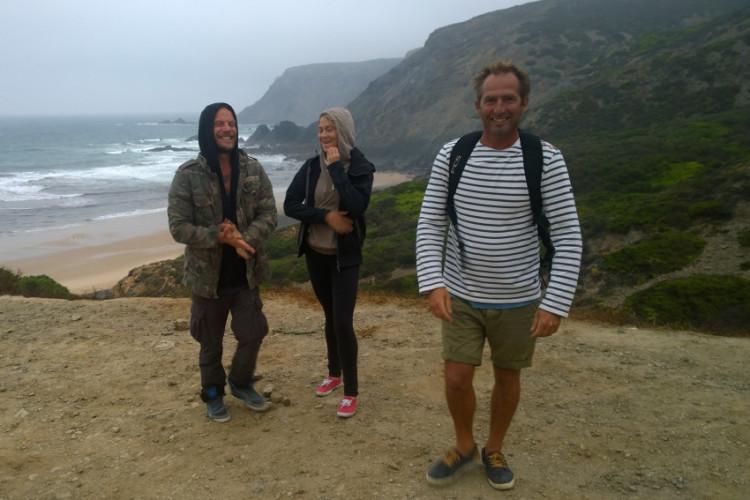 João 'Brek' Bracourt, de Portimão, com a equipa Travel Basecamp no 'secret spot' da apanha de perceve (®DR)