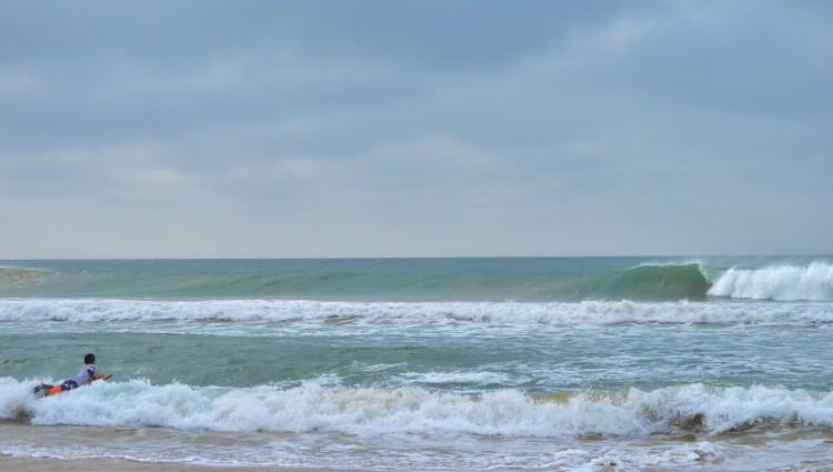 Condições na Praia de Faro tiveram períodos de excelência, com ondas a permitir cinco manobras (®LuisGamito)