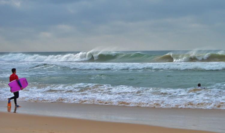 Mais novos mostraram coragem e atitude ao enfrentar ondas grandes (®LuisGamito)