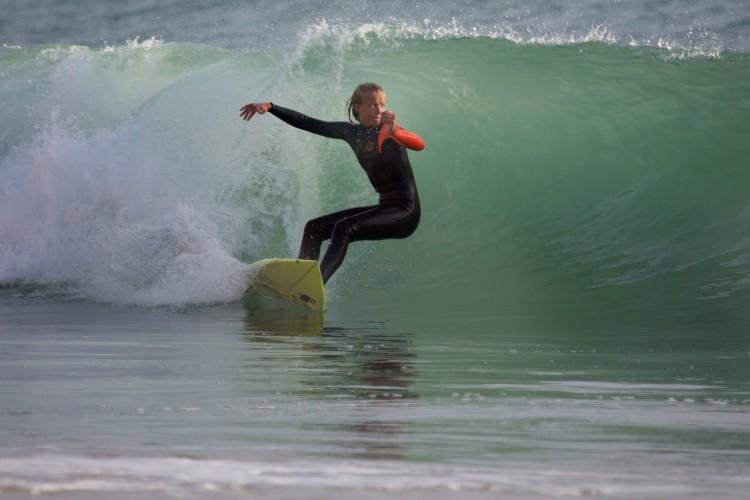 Motivação, humildade e empenho são características que ajudam Charlotte a evoluir o seu surf (®JorgeSantos)