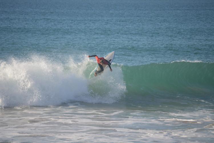 Jakob concluiu o seu último junior como vice-campeão regional sub-18. Ei-lo aqui numa das etapas do Circuito Regional de Surf do Sul 2015 (®PauloMarcelino/PraiaRocha)