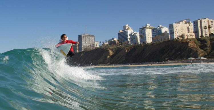 Surfista algarvio em ação no AirMerrick & GoPro Freestyle Seesion, onde chegou às meias-finais (®WSL/LaurentMasurel)