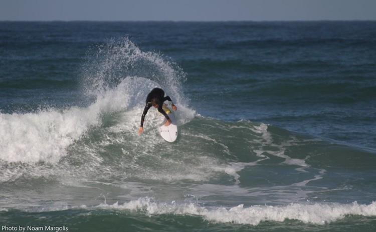 Primeira imagem de 'Martim' a surfar em Israel (®NoamMargolis)