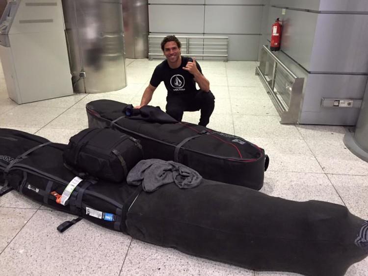 Alex Botelho vai estar um mês no Hawaii, a treinar em Jaws, para tentar ir ao Mundial de Ondas Grandes (®EDPMarSemFim)