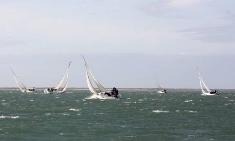 Regata deste domingo foi disputada com ventos 'na casa' dos 30 'nós' (®GCNF)