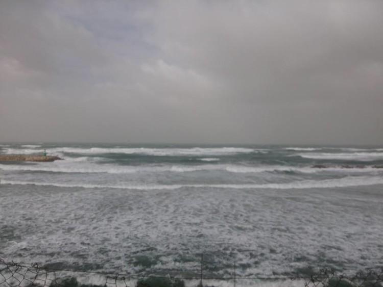 Aspeto das condições do mar, esta terça-feira de manhã, em Kontiki, Netanya, Israel (®NoamMargolis)